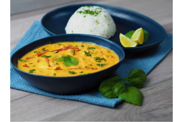 Kókusztejes vörös curry jázmin rizzsel (csípős)