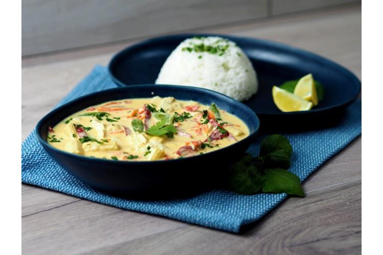 Kókusztejes zöld curry jázmin rizzsel (közepesen csípős)